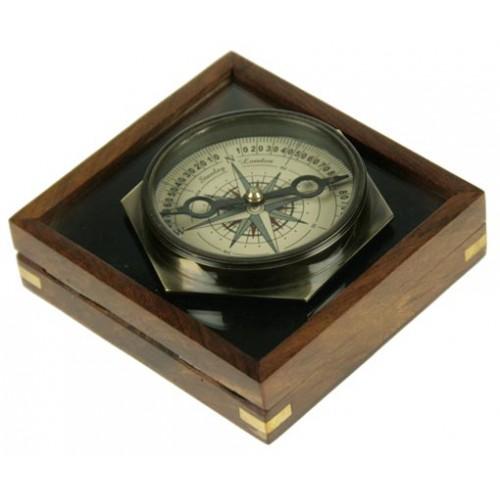 Сувенир в дерев. футляре: компас 8*8см