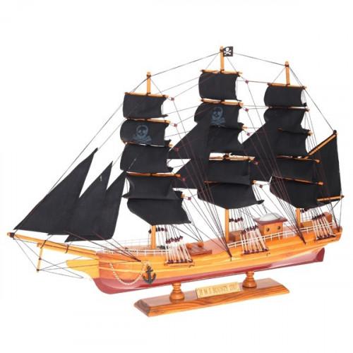 Модель корабля с пиратскими парусами
